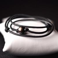 Bracelet / necklace black leather and pearl